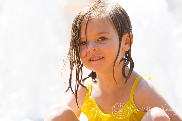 """family photo shoot, portrait session, chattanooga, tn, tennessee, coolidge park, """"christine lewis photography"""", fountain, water, playing"""