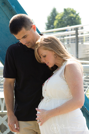 "maternity photo shoot, Chattanooga, TN, downtown, ""Christine lewis photography"", professional, portrait, walnut st bridge"